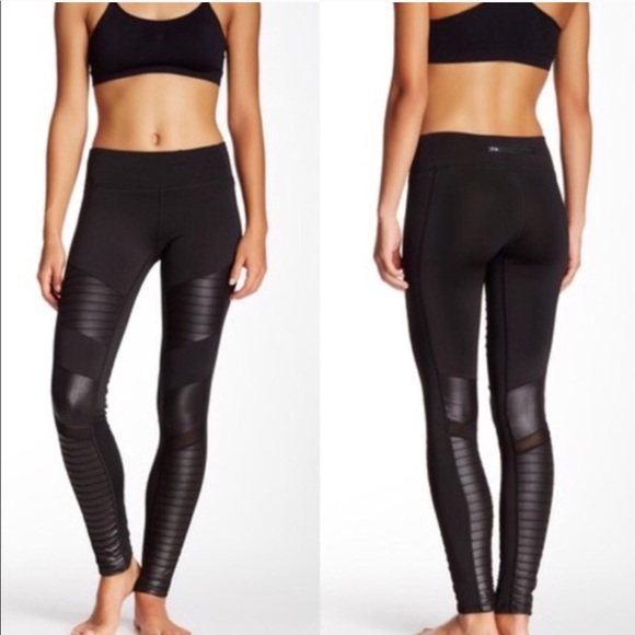 a42a7ee6e NEW • Electric Yoga • Black Moto Legging XS